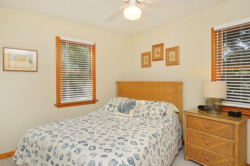 Leeward_Inn_Queen_Bedroom_Southern Shores_OBX