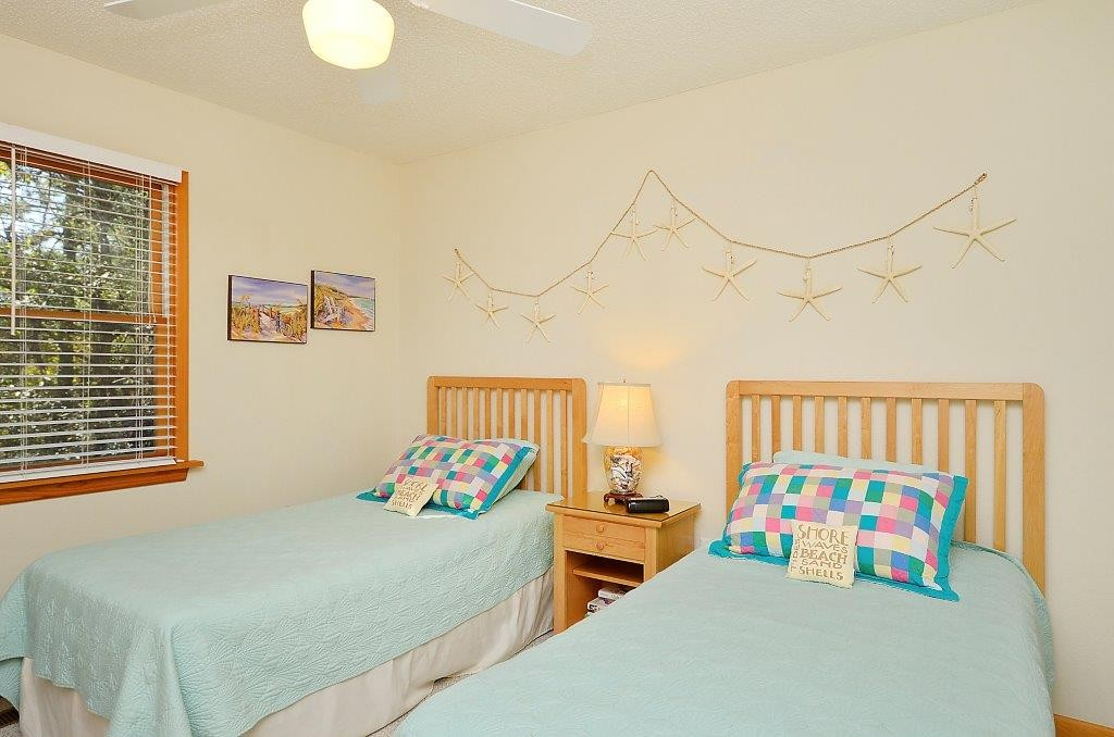 Leeward_Inn_Twin_Bedroom_Southern Shores_OBX